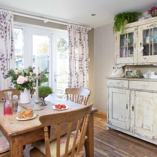 Country Dining Room Curtains: Dining Room With Dresser And Floral Curtains