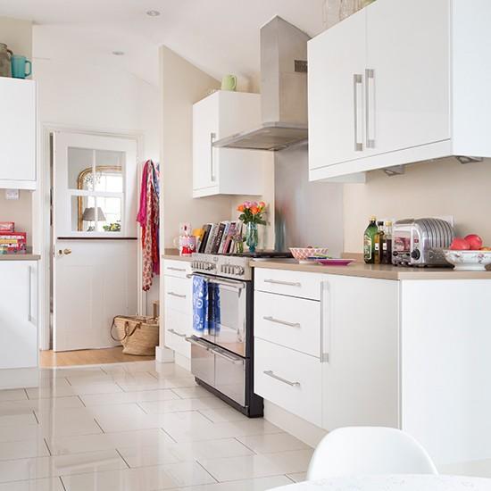 Ceramic Tile For Kitchen: White Kitchen With Pale Ceramic Floor Tiles