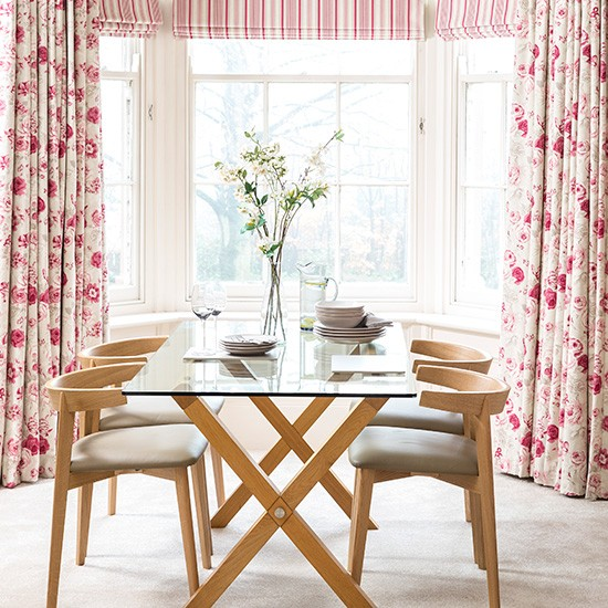 Window Treatment For Dining Room: Dining Room With Red Window Treatments
