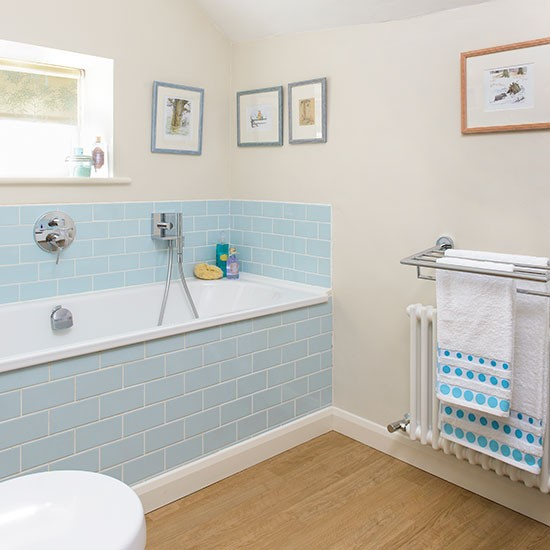Bathrooms With Blue Tile: Bathroom With Blue Tiles And Vinyl Flooring