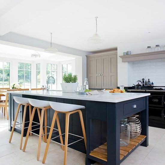 Modern Kitchen With Painted Shaker Units Housetohome Co Uk