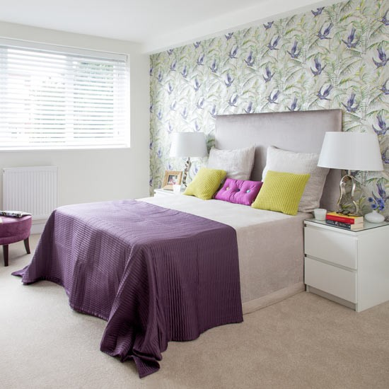 Purple bedroom with green floral feature wall purple - Purple feature wall living room ideas ...