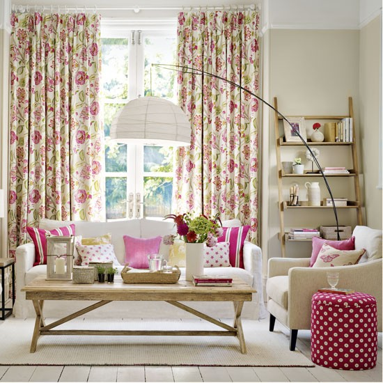How To Mix And Match Furniture For Living Room: Fresh Modern Living Room With Red Mix-and-match Patterns
