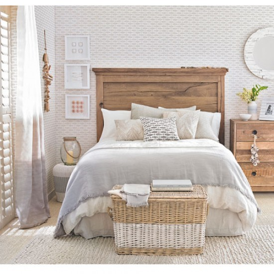Beach Themed Bedroom Ideas: Beach Themed Bedroom With Fish-motif Wallpaper