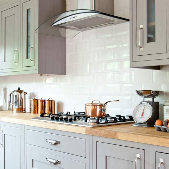 Wooden Kitchen Cabinets Uk: Country Kitchen With Shaker Cabinetry And Wooden Worktop