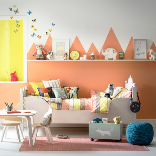 Child S Room: Child's Room With Mountain-effect Wall Decoration
