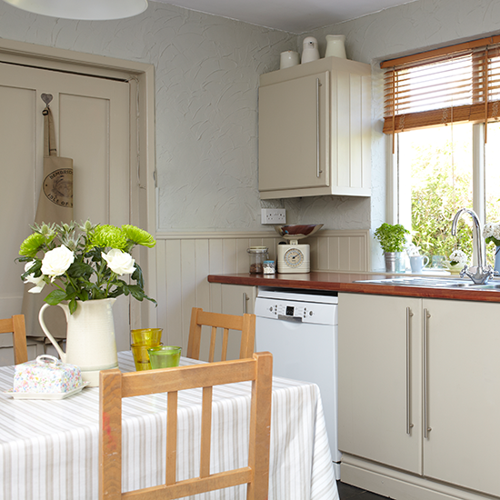 Kitchen Dining Area: Take A Look Around This Cosy Country