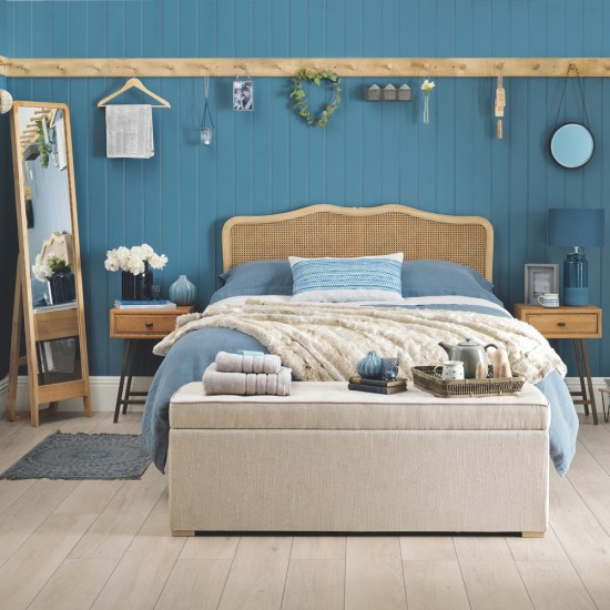 Beach Themed Bedroom With Coastal Colours