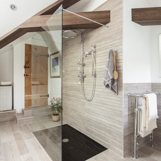 39 Attic Living Rooms That Really Are The Best: Large Attic Bathroom With Wood-effect Tiles