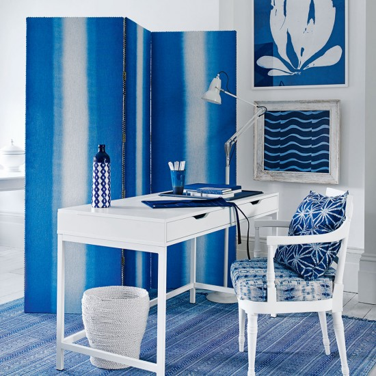 Blue And White Office: Modern Home Office With Blue Screen And White Desk