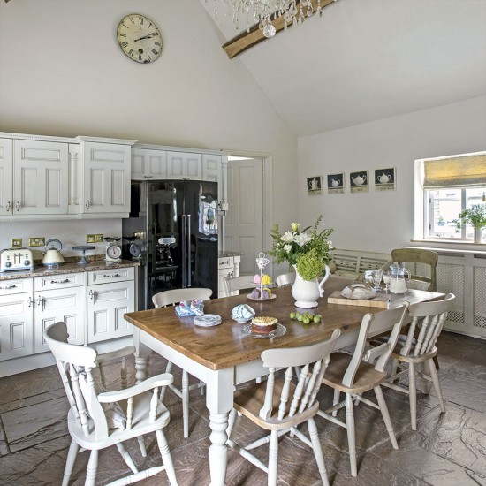 White Country Kitchen Table: White Country Ktichen With Large Farmhouse Table