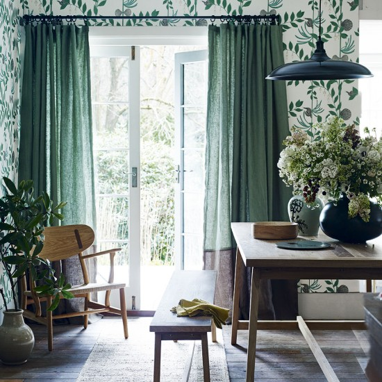 Country Dining Room Curtains: Modern Country Dining Room With Green Curtains And
