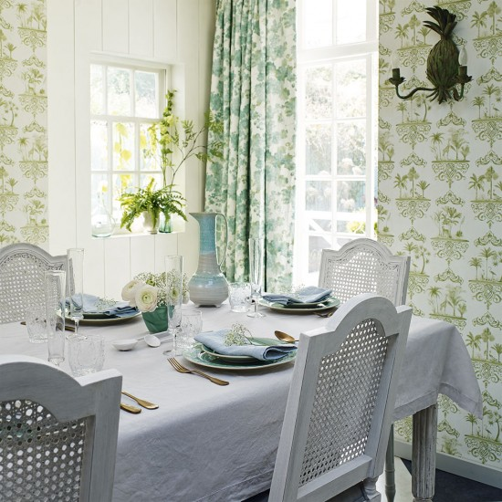 Country Style Dining Room: Country-style Dining Room With Botanical-inspired