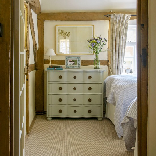Small Bedroom Storage Ideas: Squeeze Storage In Wherever You Can