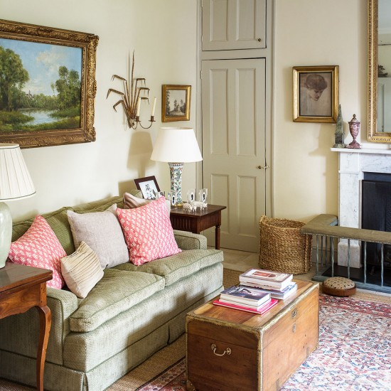 Traditional Living Room Furniture Sectionals: Traditional Living Room With Small Green Sofa