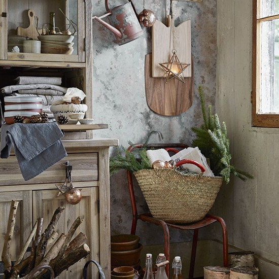 Quiet Corner Christmas Home Decorating Ideas: Opt For Minimalist Decor